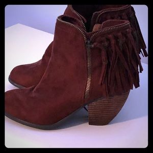Ankle boots with fringe